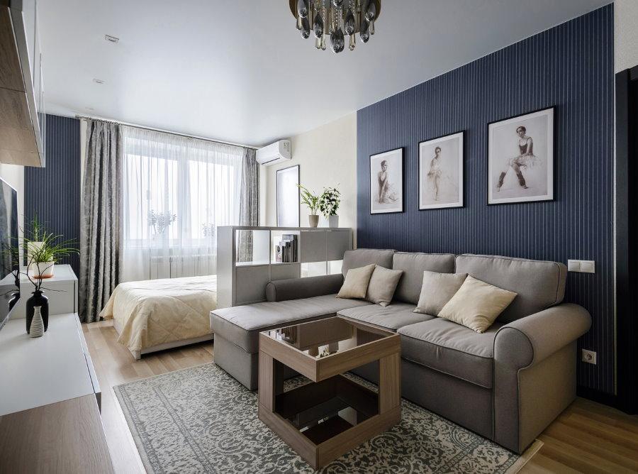 Зонирование комнаты с кроватью и диваном