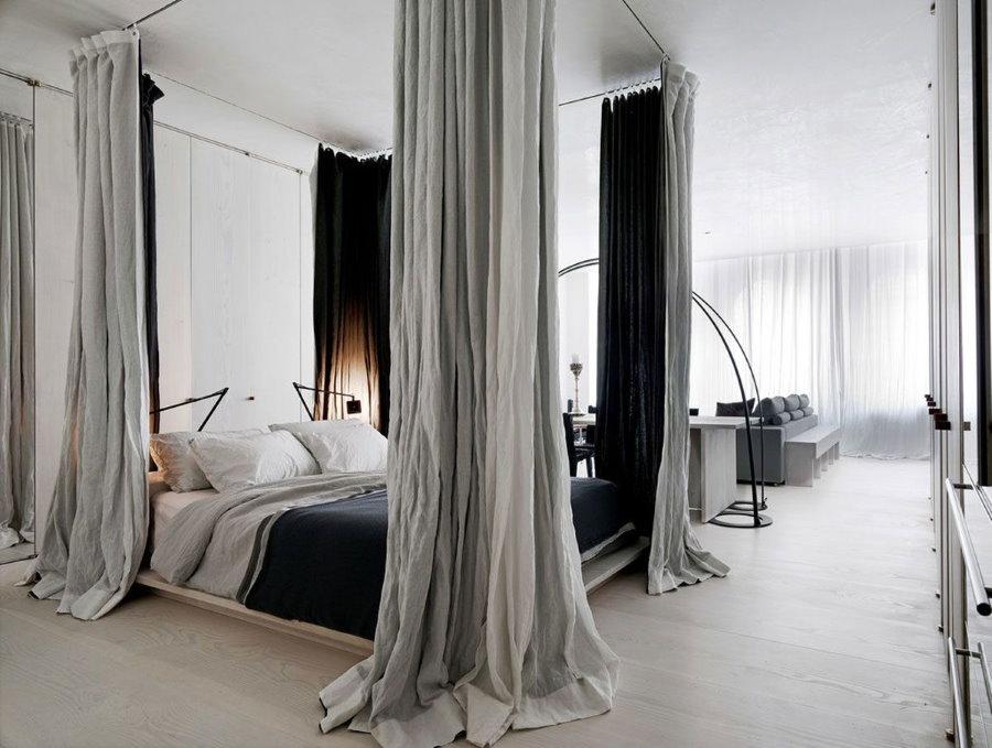 Отделение шторами спальной зоны в квартире-студии