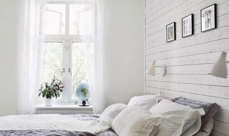 Белая вагонка в спальне скандинавского стиля