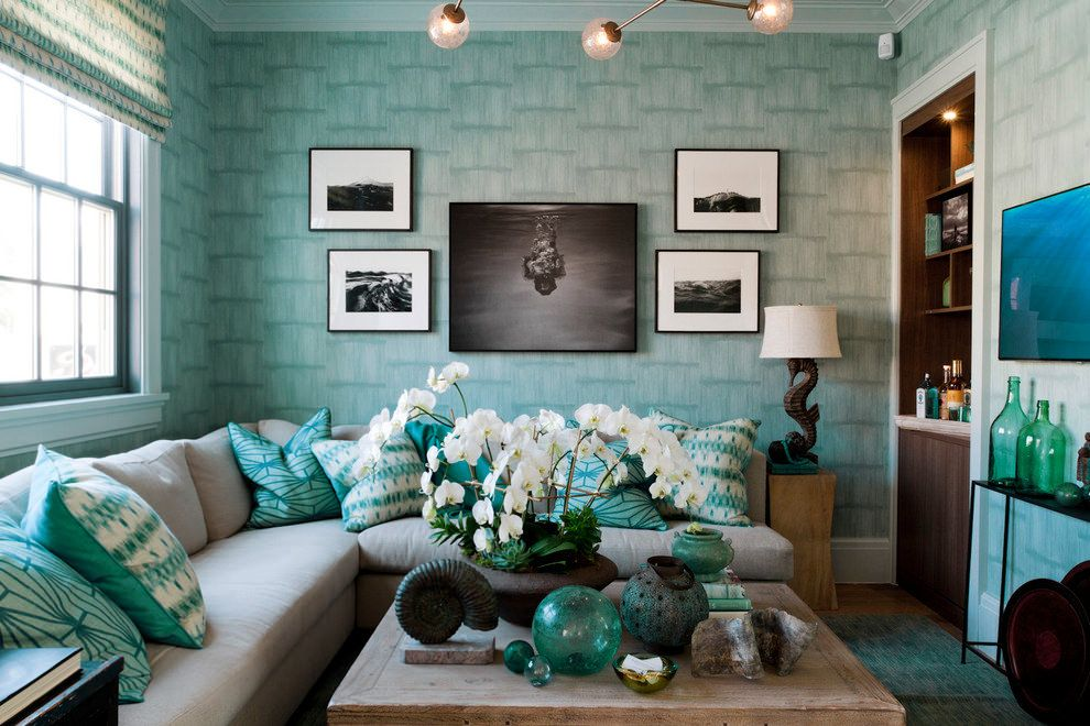 Светло-бирюзовые обои в интерьере гостиной