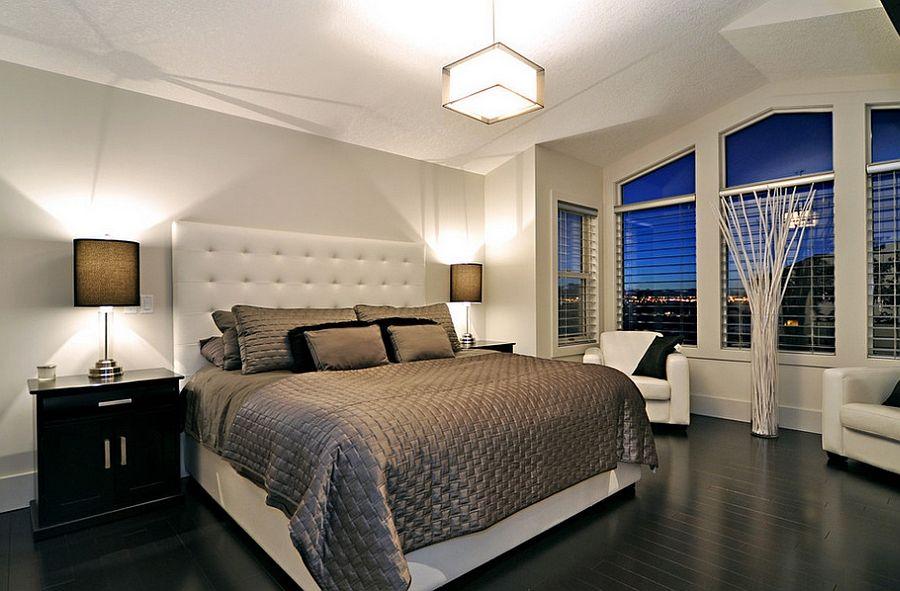 Глянцевый пол черного оттенка в спальной комнате
