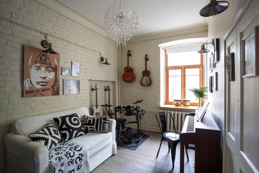 Декор гитарами стены в комнате подростка