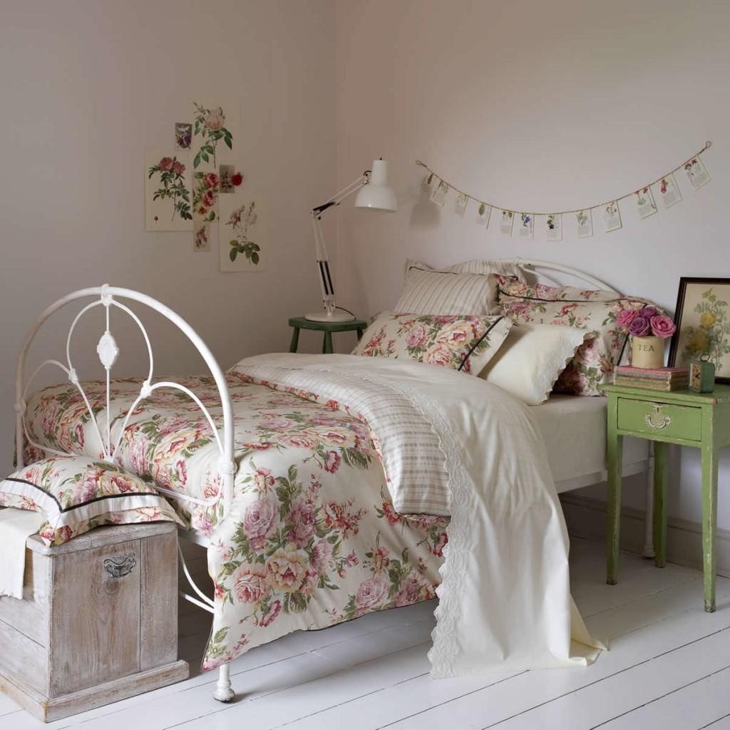 Декор спальной зоны в комнате прованского стиля