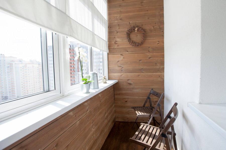 Обшивка стен балкона деревянной вагонкой
