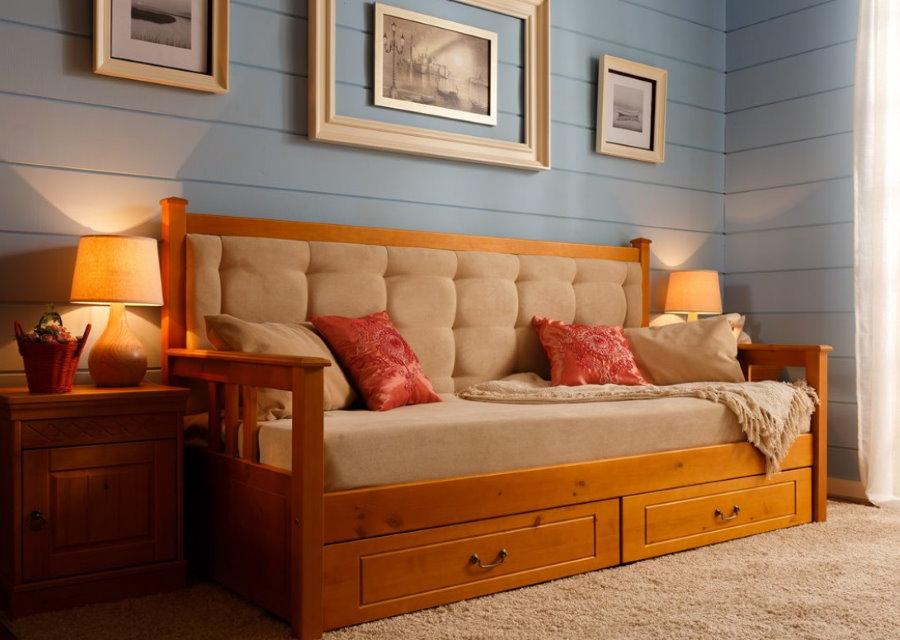 Деревянный диванчик с выдвижными ящиками