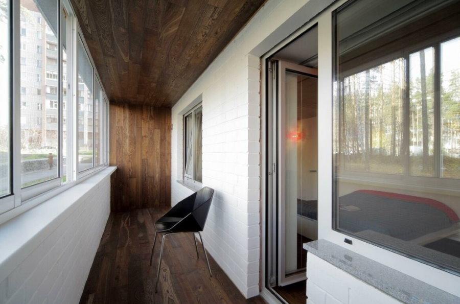 Деревянная отделка лоджии в панельном доме