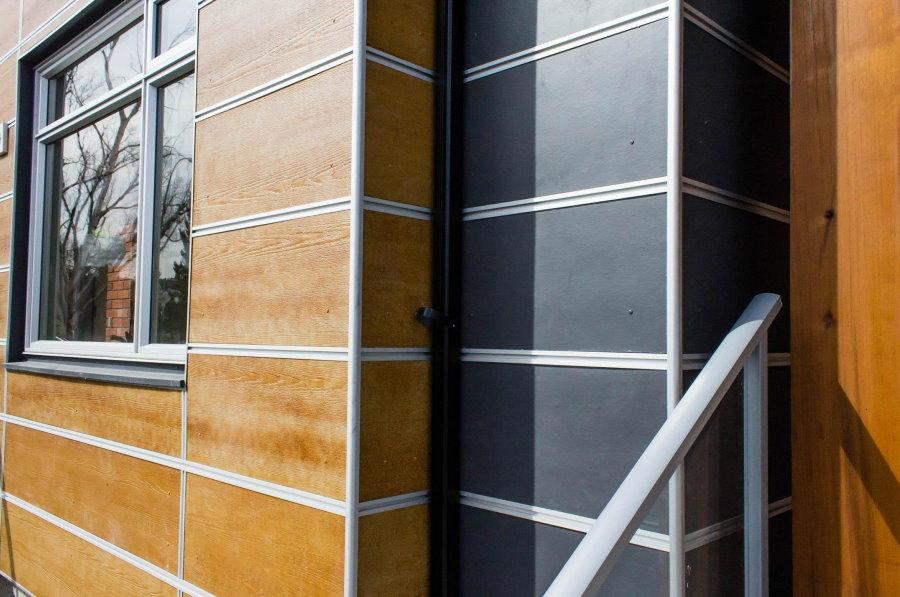Японские панели на наружной стене дачного домика