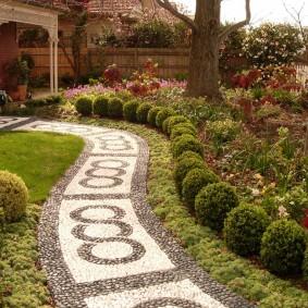 Мозаичная дорожка извилистой формы