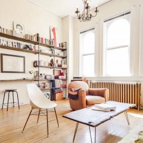 Эклектичный дизайн белой гостиной