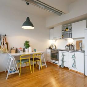 Рабочая зона кухни в квартире студийной планировки