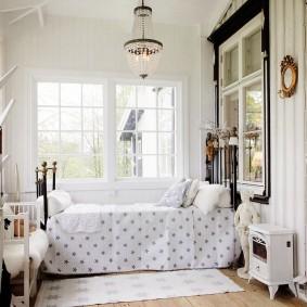 Угловая спальня в квартире старой застройки