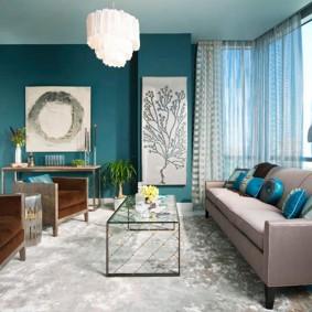 Интерьер гостиной комнаты с бирюзовыми оттенками
