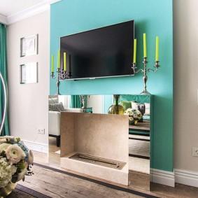 Телевизор в гостиной комнате над биокамином