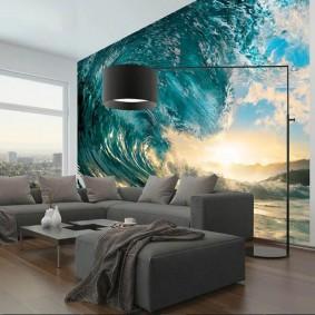Угловой диван в гостиной с фотообоями