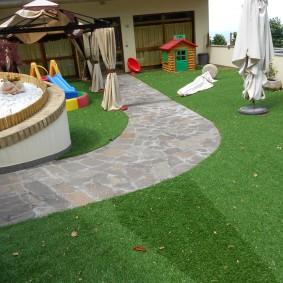 Детская игровая зона на дачном участке