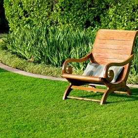 Садовое кресло из натурального дерева