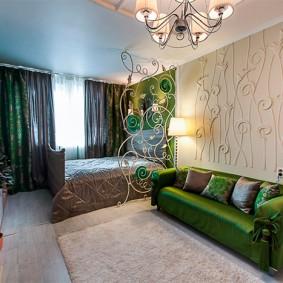 Зонирование спальни-гостиной отделкой стен