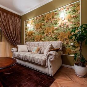 Декор обоями стены гостиной с камином