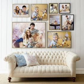 Семейные фотографии на светлой стене