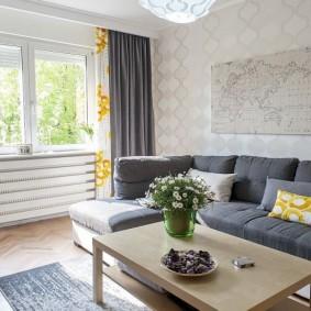 Золотистые акценты в дизайне гостиной