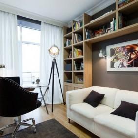 Встроенные полки над диваном в квартире
