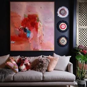 Абстрактная живопись в интерьере современной гостиной