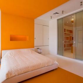 Оранжевый цвет в интерьере спальной комнаты
