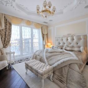Рельефный потолок в классическом стиле