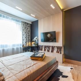 Панели МДФ на потолке спальни в квартире