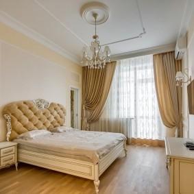 Декор спальни с телевизором на стене