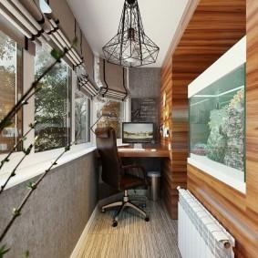 Домашний офис на застеленном балконе