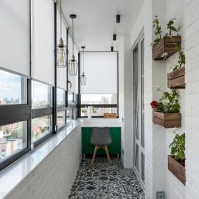 Отделка пола балкона плиткой с орнаментом