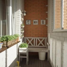 Кирпичная отделка небольшого балкона