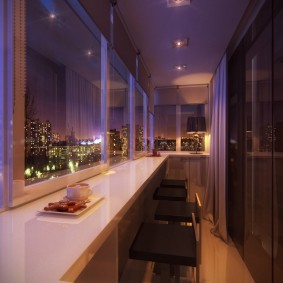 Освещение теплого балкона в вечернее время