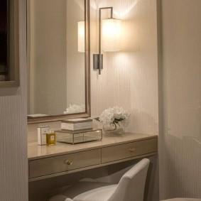 Туалетный столик консольного типа