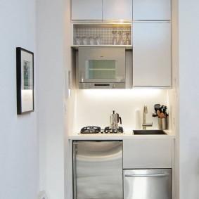 Мини-кухня в углублении стены