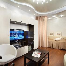 Двухуровневый потолок в интерьере квартиры