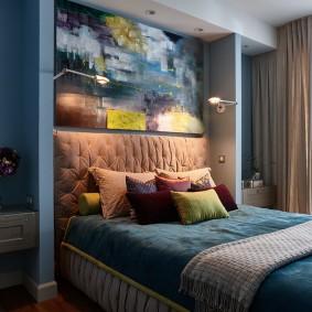 Декоративная подсветка над изголовьем кровати