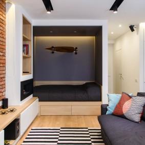 Телевизор на стене с обоями под кирпич