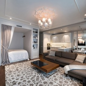 Угловой диван в роли разделителя пространства квартиры-студии