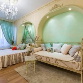 Оформление неглубокой ниши в комнате классического стиля