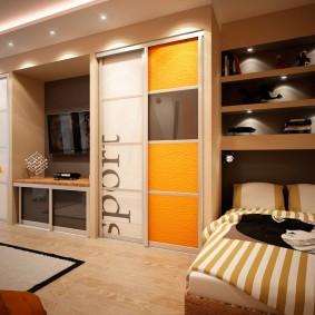 Встроенные шкафы в нише гостиной комнаты