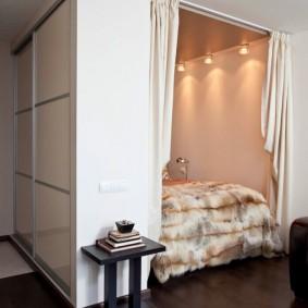 Спальное место за встроенным шкафом-купе