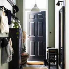 Меблировка узкого коридора в частном доме