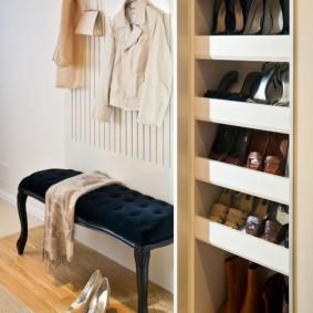 Встроенная обувница с отделениями для женской и мужской обуви