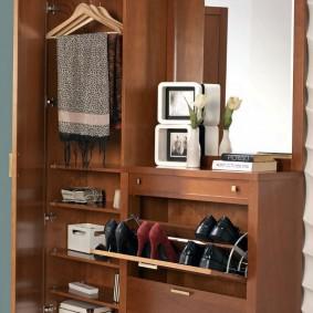 Шкаф в прихожую с зеркалом и обувницей