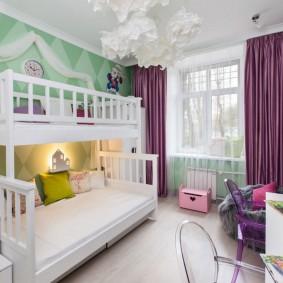 Фиолетовые шторы в спальне для девочек