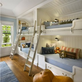 Двухъярусные кровати для четырех детей
