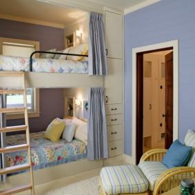 Встроенная мебель в интерьере маленькой комнаты