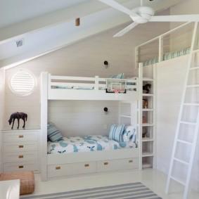 Белая мебель в детской комнате частного дома